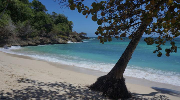 Playa cerca del Principado de Bahía, Cayo Levanted